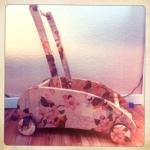 Den Lauflernwagen meiner Tochter fand ich schon immer viel zu langweilig. Also habe ich ihn mit Serviettentechnik auf alt getrimmt. Ganz einfach und macht wirklich was her. Ihr gefällt er auch!